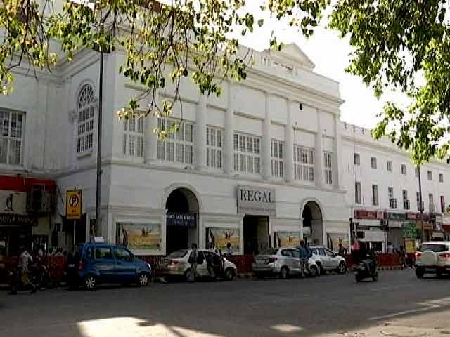 Videos : दिल्ली के ऐतिहासिक रीगल सिनेमा का 'लास्ट डे लास्ट शो'