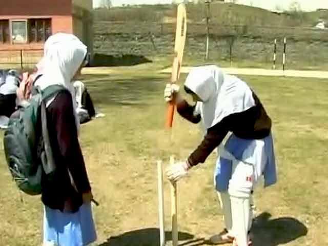 Videos : कश्मीर : हिंसा के दौर के बीच इकरा रसूल की कामयाबी की कहानी