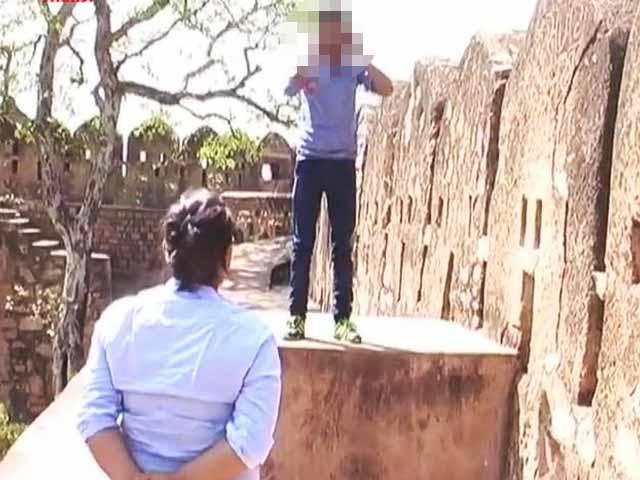 Video : 'No <i>Murga</i> Position': New Dos and Don'ts For UP's Anti-Romeo Squads