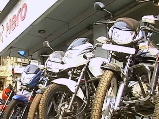 Video : Discounts Get Bigger On Last Day Of BS III Bike Sales
