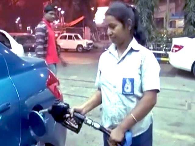 Video : पेट्रोल की कीमत में कटौती, डीजल के दाम भी घटे