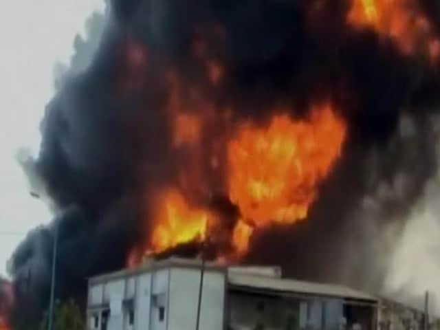 Video : गुजरात के भरूच में एक केमिकल फैक्ट्री में लगी भीषण आग