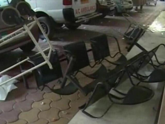 Video : इंदौर : मरीज की मौत पर अस्पताल में हंगामा और तोड़फोड़