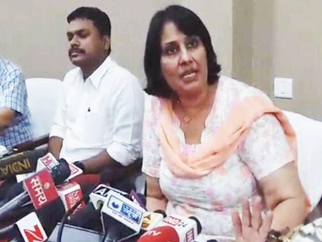 Videos : EVM में गड़बड़ी : बटन कोई भी दबाओ, पर्ची BJP की निकलेगी!