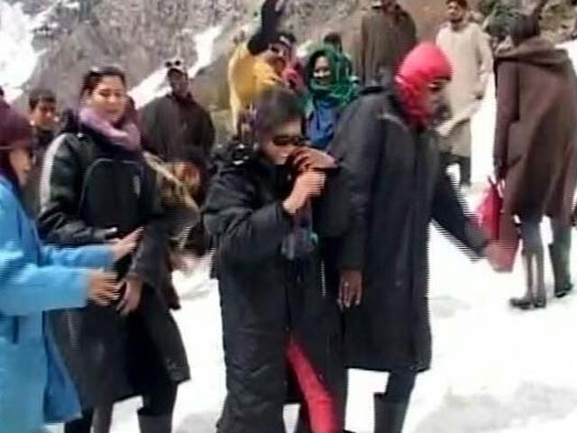 Video : As Heatwave Continues, Tourists Flee To Snow-Clad Mountains Of Kashmir