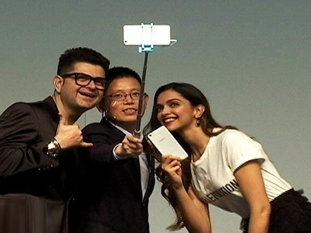 Video : Deepika's Selfie Moment
