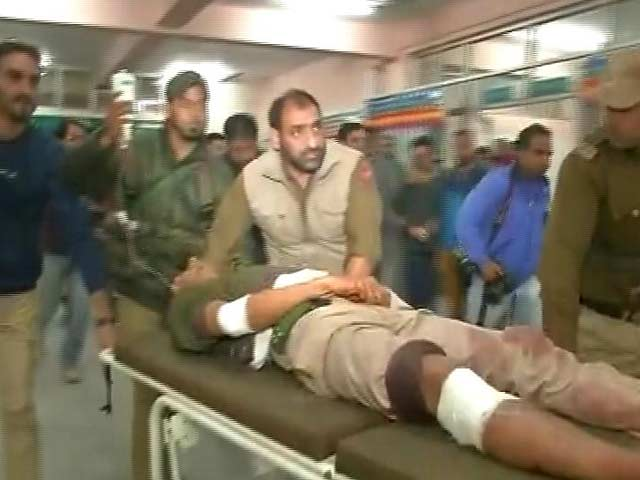 Video : Policeman Killed, 10 Injured In Grenade Attack In Kashmir's Nowhatta