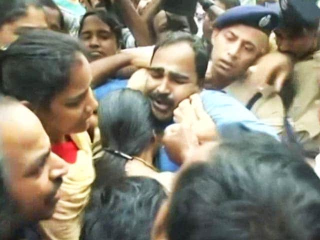 Video : On Camera, Cops Pushed Parents Of Kerala Student Who Hanged Himself