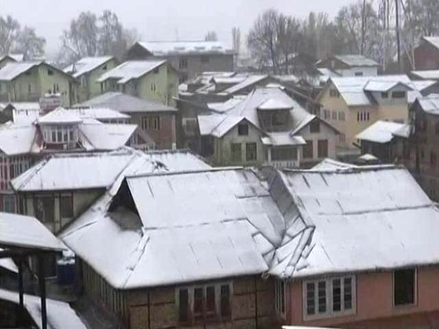 Video : Schools, Colleges Close After Rare April Snowfall In Jammu And Kashmir