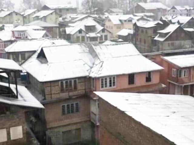 Video : बर्फबारी और बारिश के चलते जम्मू-श्रीनगर हाइवे पर यातायात बंद