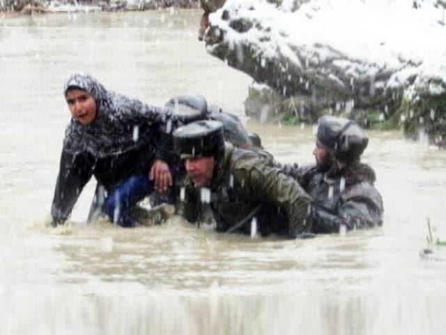 Video : जम्मू-कश्मीर में भारी बारिश के बाद बाढ़ का खतरा