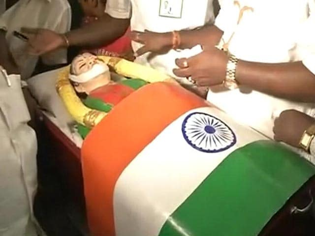 Video : Jayalalithaa's 'Coffin' Used As Campaign Prop By Loyalist Panneerselvam
