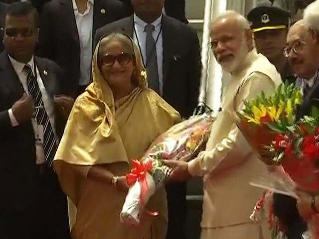 Video : PM Narendra Modi Goes To Airport For Sheikh Hasina In 'Normal Traffic'