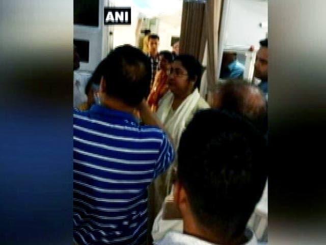 Video : इंडिया 8 बजे : अब TMC सांसद की वजह से एयर इंडिया की फ्लाइट में देरी