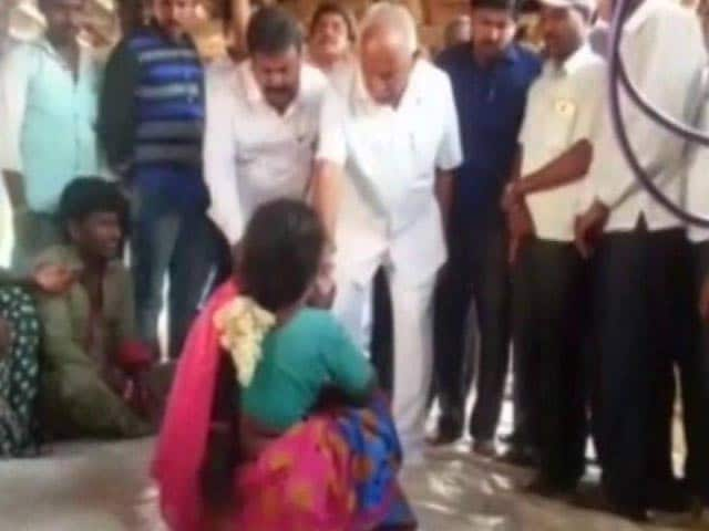 Video : Ahead Of Karnataka By-Poll, BS Yeddyurappa Caught On Camera Giving Cash