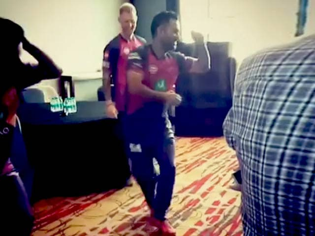 Video : IPL 2017: MS Dhoni Shows Off Dancing Skills As Ben Stokes Watches On