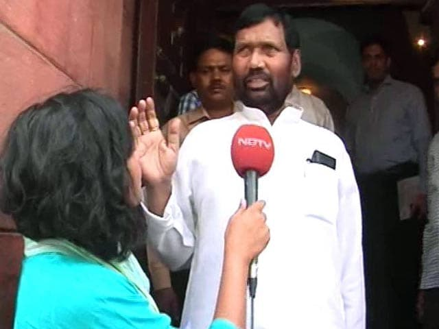 Video : How Many Prawns On Your Plate? 'Fix' Portions, Says Minister Ram Vilas Paswan