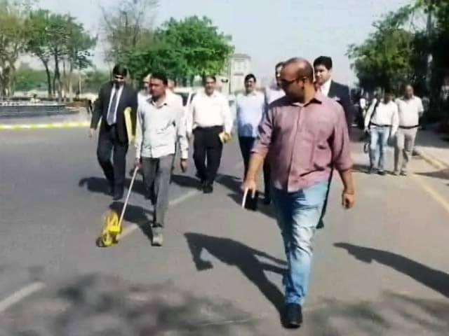 Videos : शराब की पाबंदी को लेकर नए-नए हथकंडे, गुरुग्राम में रोडोमीटर से मापी जा रहीं सड़कें