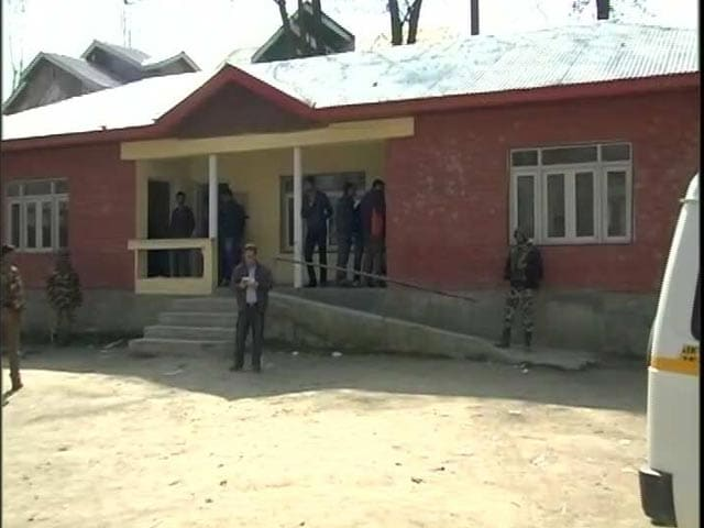 Video : 2% Voter Turnout In Srinagar Re-Polling, Farooq Abdullah A Candidate