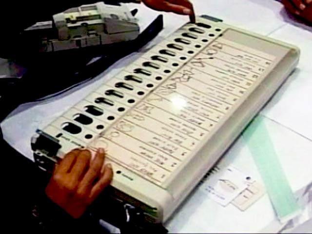 Videos : नई EVM मुहैया कराएं या बैलट पेपर से चुनाव की अनुमति दें : यूपी निर्वाचन आयोग