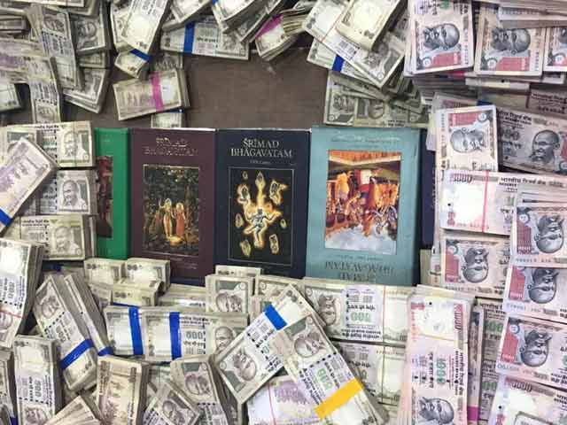 Video : Name: Bomb Naga. Hoarded 25 Crores Of Banned Notes In Bengaluru Home