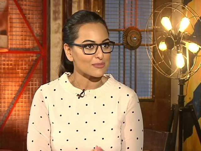 Videos : स्पॉटलाइट में मिलिए बॉलीवुड की नूर सोनाक्षी सिन्हा से