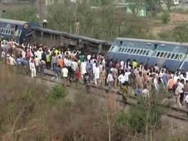 Video : 8 Coaches Of Meerut-Lucknow Rajya Rani Express Derail Near Rampur In UP
