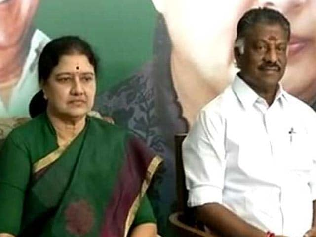 Video : Tamil Nadu Ministers In Late-Night Huddle To Unite AIADMK Camps