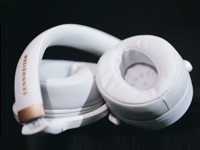 Video : Sennheiser HD 4.30G Headphones Review
