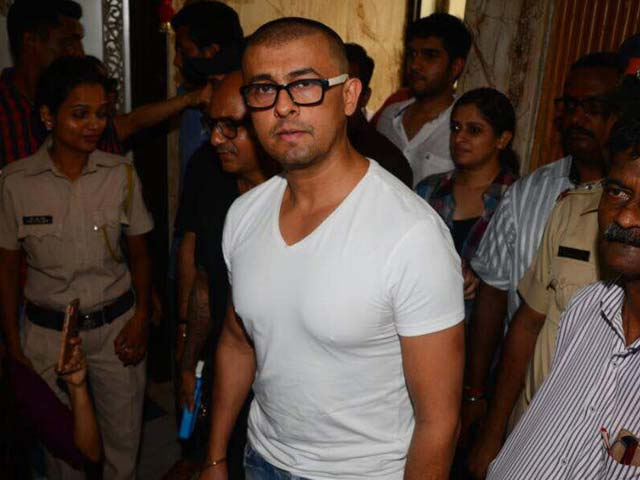 Sonu Nigam Shaves Head, Says 'Have To Fight Fanatics'