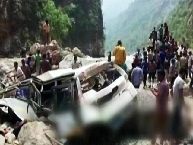 Videos : हिमाचल प्रदेश में यात्रियों से भरी बस टोंस नदी में गिरी, 43 की मौत