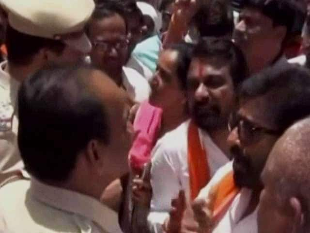 Video : Now, Shiv Sena MP Ravindra Gaikwad Engages In Verbal Spat With Cops. Video Is Viral