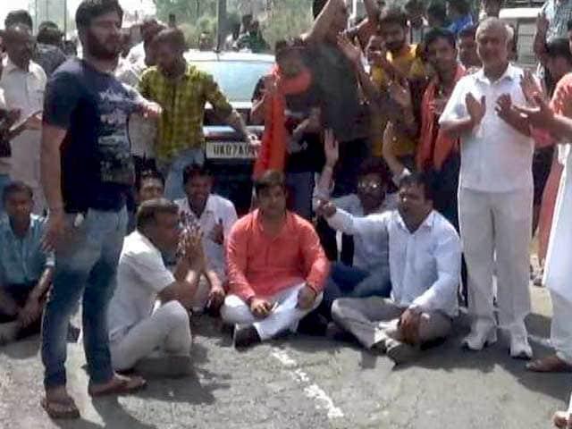 Video : बड़ी खबर : सहारनपुर में अंबेडकर जयंती की शोभायात्रा के दौरान दो गुटों में झड़प
