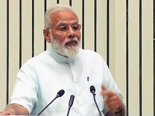 Videos : इंडिया 8 बजे : अफ़सर निभाएं अपनी ज़िम्मेदारी- पीएम नरेंद्र मोदी