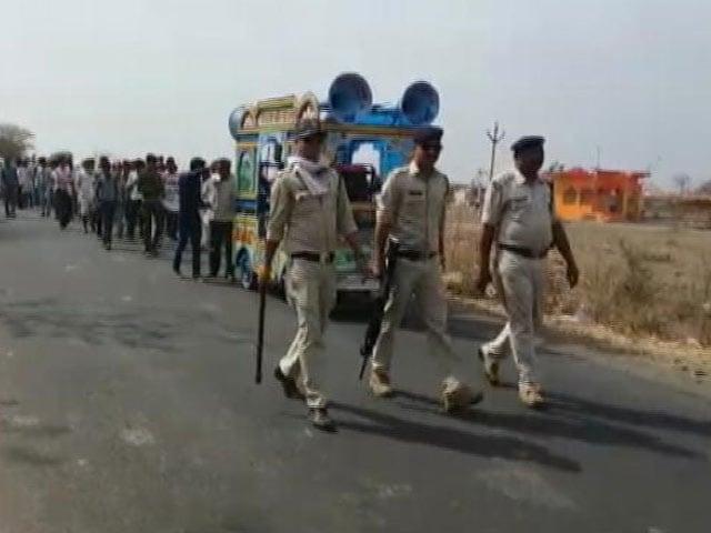 Videos : इस गांव में पहली बार बैंड-बाजे के साथ पहुंचा दलित दूल्हा, लेकिन लगानी पड़ी 3 थानों की पुलिस