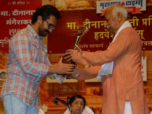 Video : Aamir Khan Receives Award And Attends Ceremony Too. After 16 Years