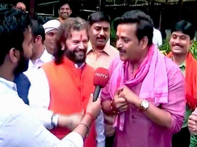 MCD चुनावों में बीजेपी की जीत पर हंसराज हंस और रविकिशन के 'सुरीले' बोल