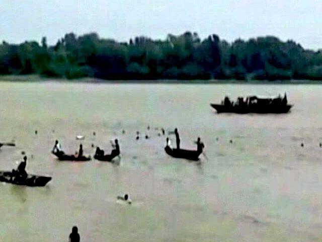 Video : कैमरे में कैद : हुगली में ऊंची लहर के चलते नदी में समा गई पुलिया, 3 की मौत