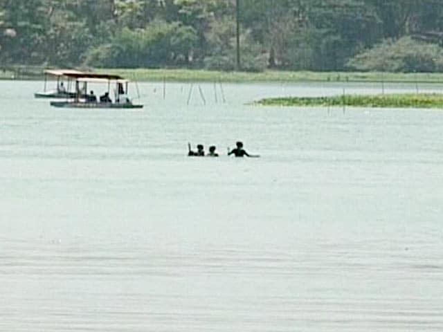 Videos : मुंबई : पवई झील में मछली पकड़ने को लेकर जंग