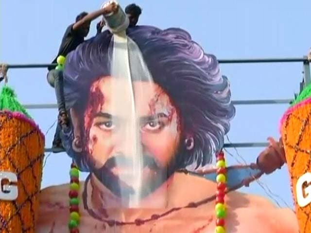 Video : <i>Baahubali 2</i> Releases Today, Fans Celebrate