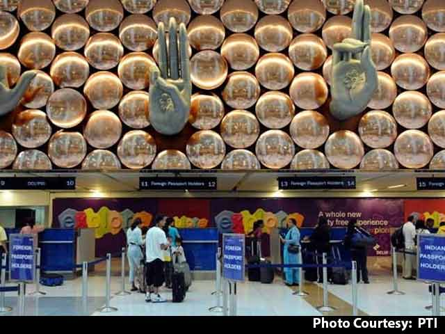 Video : 'Hello, I'm An ISI Agent': Pak Man's Baffling Claim At Delhi Airport