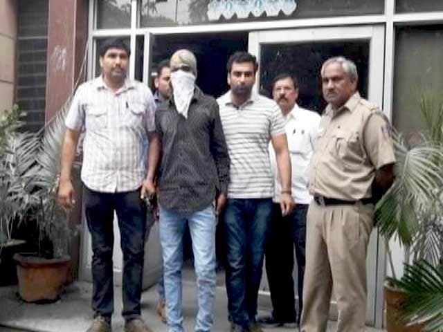 Videos : दिल्ली की रोहिणी कोर्ट में गोलीबारी में एक की मौत