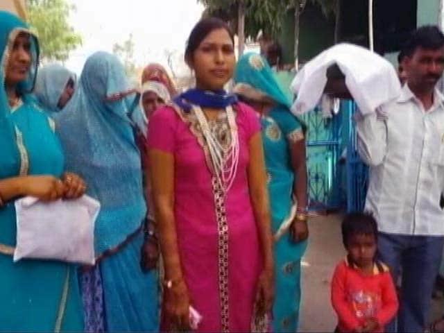 Videos : मध्य प्रदेश के मालवा में दलितों के कुंए में दबंगों ने डाला मिट्टी का तेल
