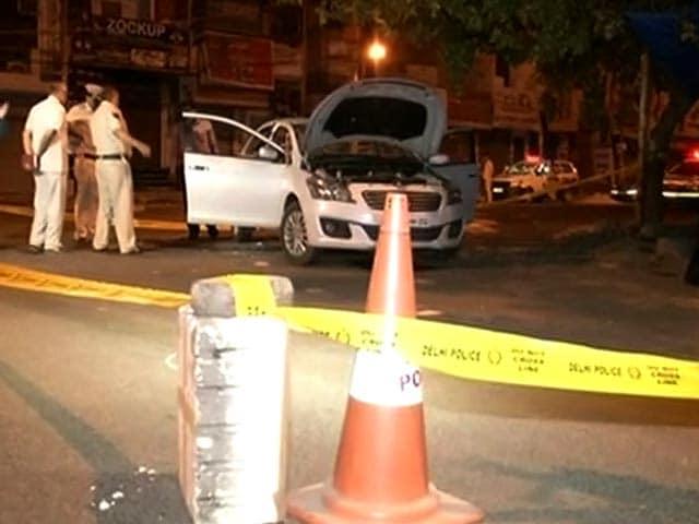 Videos : दिल्ली में गैंगवार- सब इंस्पेक्टर समेत तीन को गोलियों से भूना