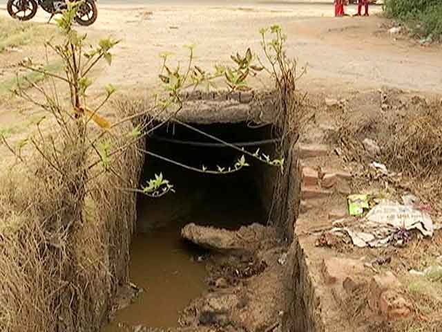 Video : 5 Members Of A Family, All Ragpickers, Drown In Drain in Delhi