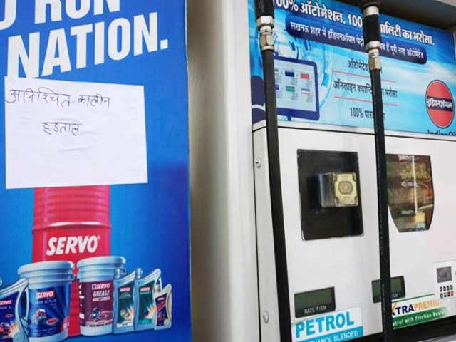 Video : लखनऊ के सभी पेट्रोल पंपों में हड़ताल
