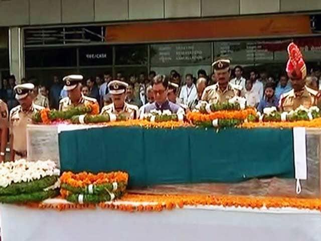 Videos : शहीदों की अंतिम विदाई, श्रद्धांजलि देने के लिए उमड़े लोग