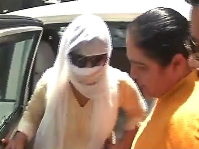 Video : बीजेपी सांसद केसी पटेल को हनी ट्रैप में फंसाने की आरोपी महिला गिरफ्तार