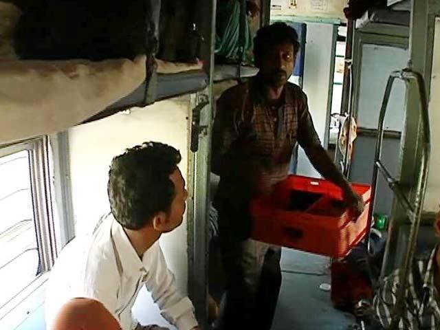 Video : मध्य रेलवे के केटरिंग विभाग में घोटाले का आरोप