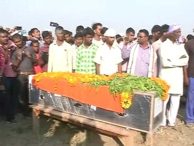 Video : BSF Soldier Cremated After Yogi Adityanath Speaks To Family
